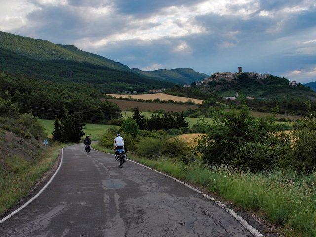 Ruta carretera. Vuelta a  la Ribagorza . Embalse de Barasona por Panillo