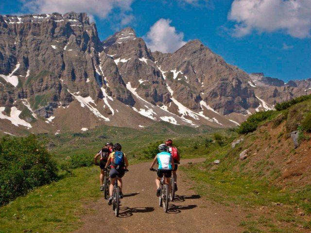 Ruta por los bellos y altos paisajes del Valle de Tena. Viaje de 3 días.